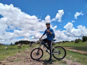 paseo en bicicleta cusco templo de la luna ciclismo